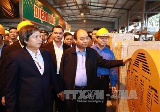 Le PM inspecte la 1re technologie vietnamienne de valorisation energetique des dechets hinh anh 2
