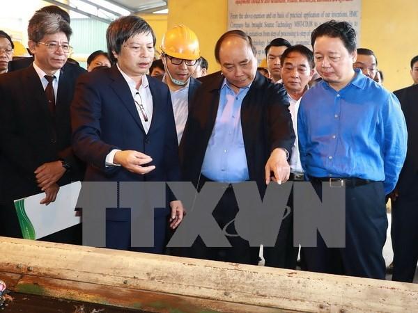 Le PM inspecte la 1re technologie vietnamienne de valorisation energetique des dechets hinh anh 1