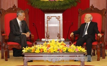 Le Vietnam et Singapour vont promouvoir leur partenariat strategique hinh anh 1