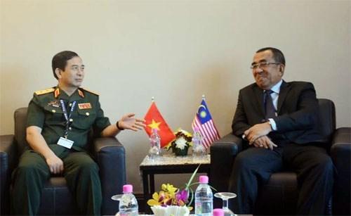 Le Vietnam et la Malaisie veulent developper leur cooperation dans la defense hinh anh 1