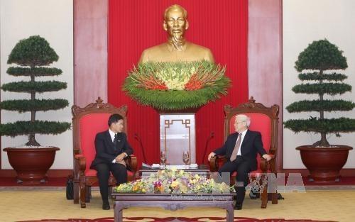 Le secretaire general Nguyen Phu Trong recoit le maire de Vientiane hinh anh 1