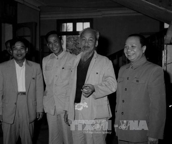 Le president salue la memoire de l'ancien secretaire general Le Duan hinh anh 1