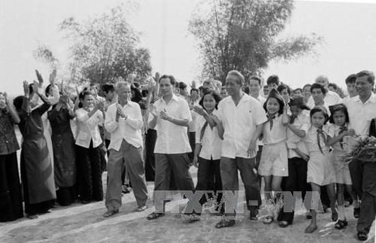 Le president salue la memoire de l'ancien secretaire general Le Duan hinh anh 2