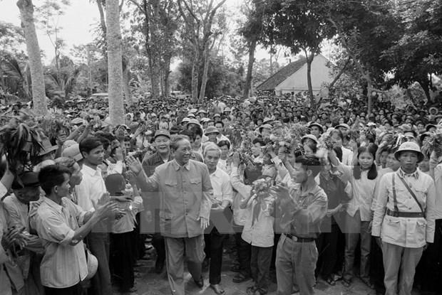 Le president salue la memoire de l'ancien secretaire general Le Duan hinh anh 3