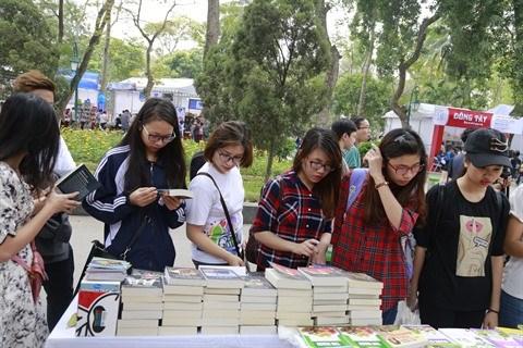 Au Vietnam, des fetes du livre pour developper la lecture pour tous hinh anh 2