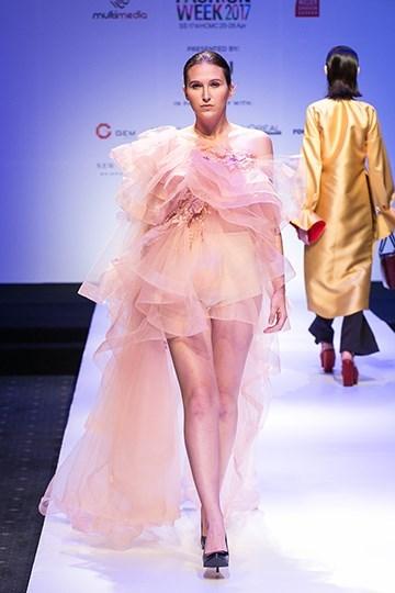 La Semaine internationale de la mode enchante la megapole du Sud hinh anh 1