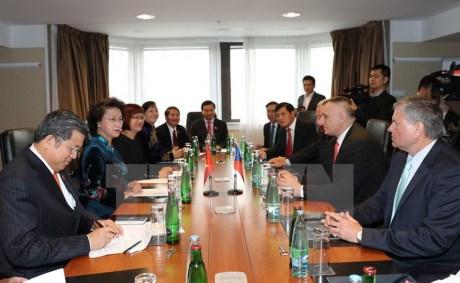 La presidente de l'AN rencontre les dirigeants d'associations tcheques hinh anh 1