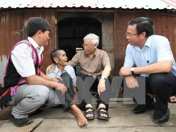 Le secretaire general du PCV en visite a la commune demunie d'Ayun de Gia Lai hinh anh 1