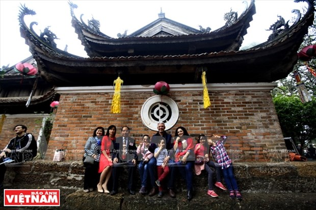 Une promenade printaniere d'amitie pour promouvoir les sites de Hanoi hinh anh 1