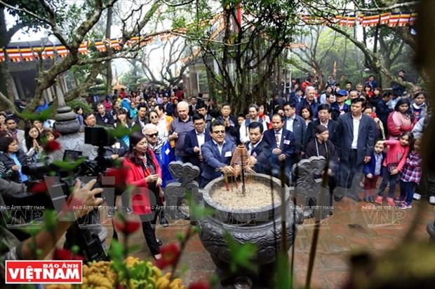 Une promenade printaniere d'amitie pour promouvoir les sites de Hanoi hinh anh 2