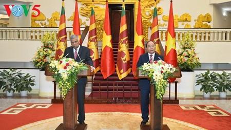 Des dirigeants vietnamiens recoivent le Premier ministre sri lankais hinh anh 4