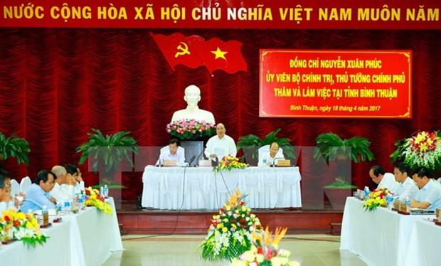 Le Premier ministre Nguyen Xuan Phuc travaille avec les autorites de Binh Thuan hinh anh 1