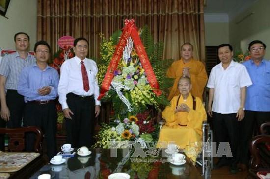 Anniversaire du Bouddha : felicitations des dirigeants du Front de la Patrie du Vietnam hinh anh 1