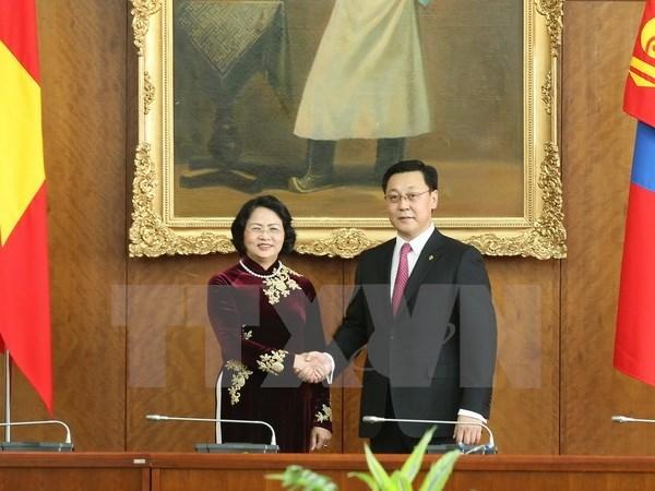 La vice-presidente vietnamienne et le PM mongol discute de la promotion des liens bilateraux hinh anh 1