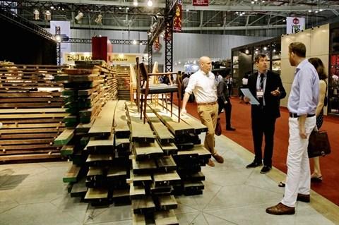 Le Vietnam et l'UE paraphent un accord relatif a la legalite du bois hinh anh 1