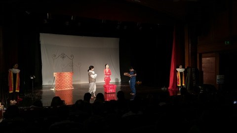 Don Quichotte de la Mancha interprete par les eleves du Lycee francais a Hanoi hinh anh 1
