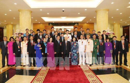 """Le PM au programme """"Gloire au Vietnam - 30 ans de renouveau"""" hinh anh 2"""