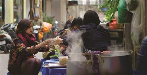 CNN invite a decouvrir Hanoi avec des photographes urbains hinh anh 2
