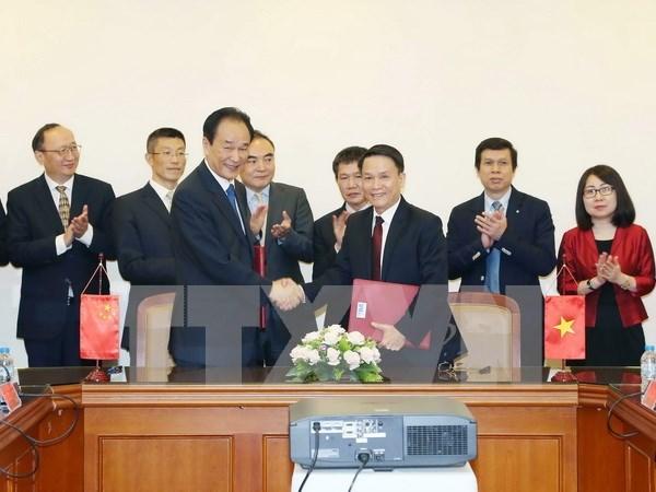 Signature d'un accord de cooperation entre VNA et Xinhua hinh anh 1