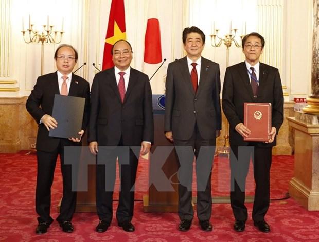 Le Premier ministre Nguyen Xuan Phuc multiplie ses rencontres a Tokyo hinh anh 1