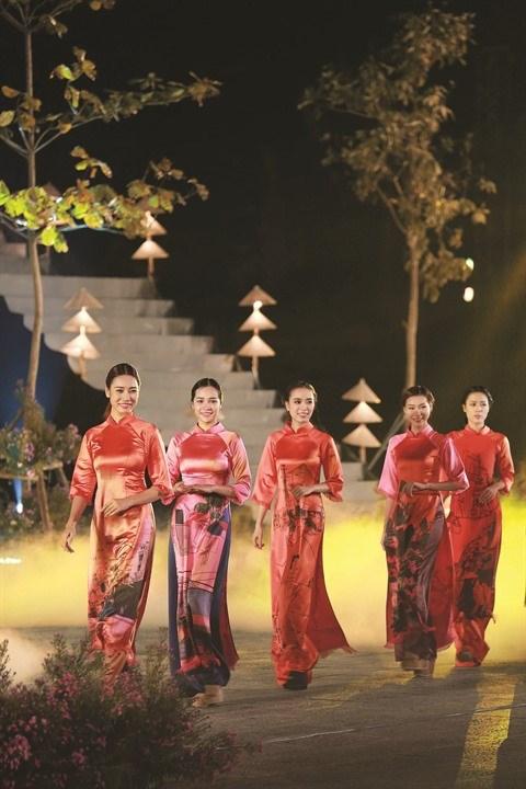Le village de couture des tuniques de Trach Xa, l'empire du male hinh anh 1