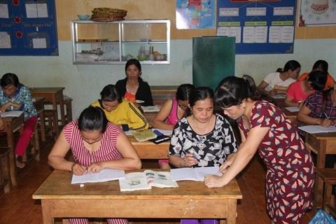 Des femmes suivent des cours du soir pour y voir plus clair hinh anh 2