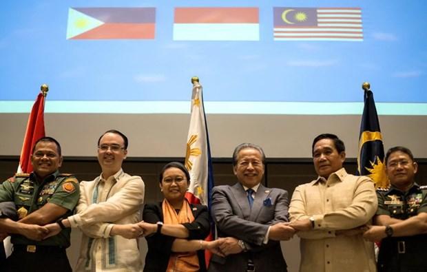 Les Philippines, la Malaisie et l'Indonesie font front uni contre le terrorisme hinh anh 1