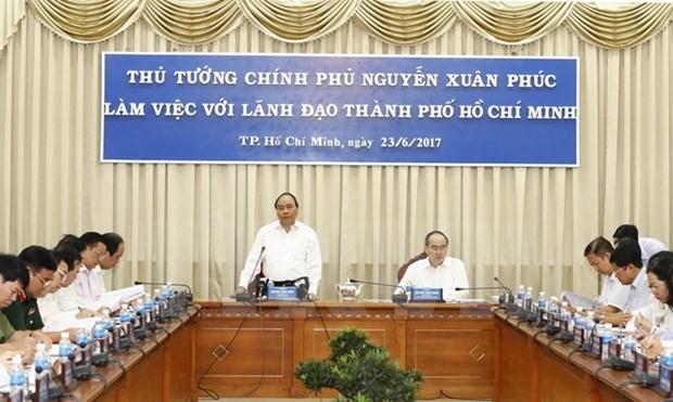 A Ho Chi Minh-Ville, le Premier ministre Nguyen Xuan Phuc montre la voie hinh anh 1