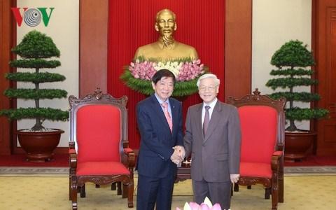 Des dirigeants vietnamiens recoivent le president du Parti d'action populaire de Singapour hinh anh 1