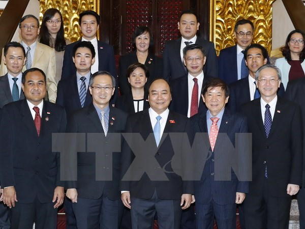 Des dirigeants vietnamiens recoivent le president du Parti d'action populaire de Singapour hinh anh 2