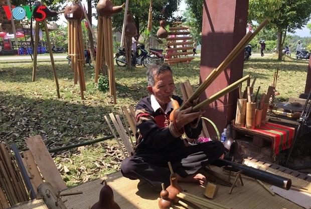 Ces gardiens de la musique traditionnelle des Ede et Thai hinh anh 1