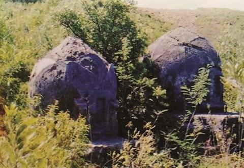 Au Centre, le mystere de la necropole dans la montagne d'A Mang hinh anh 2