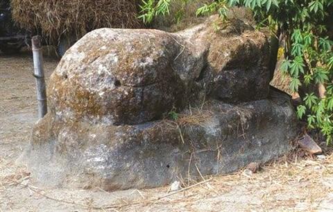 Au Centre, le mystere de la necropole dans la montagne d'A Mang hinh anh 3