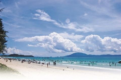 La magnifique plage de Tra Co fait le bonheur des vacanciers hinh anh 1