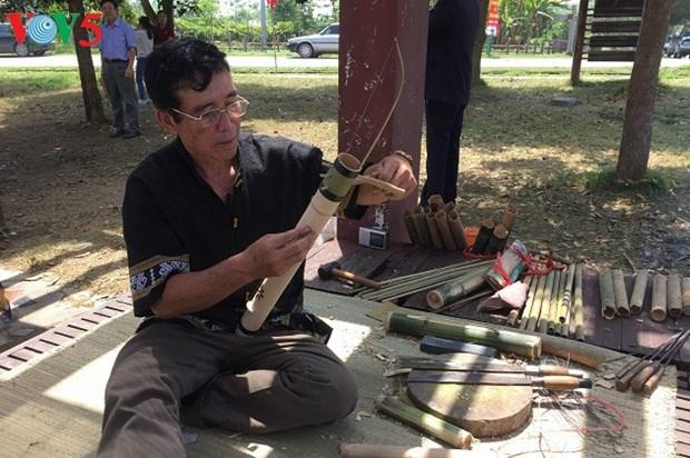 Ces gardiens de la musique traditionnelle des Ede et Thai hinh anh 2