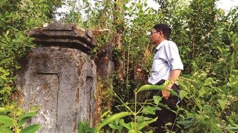 Au Centre, le mystere de la necropole dans la montagne d'A Mang hinh anh 1