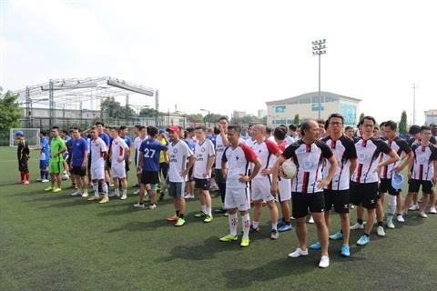 Un tournoi de football d'amitie Vietnam-France qui en appelle d'autres hinh anh 1