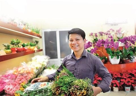 Nguyen Manh Hung, artisan fleuriste de Hanoi et heureux de l'etre hinh anh 1