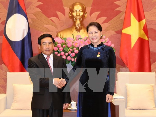 Les dirigeants vietnamiens recoivent le vice-president laotien Phankham Viphavanh hinh anh 4