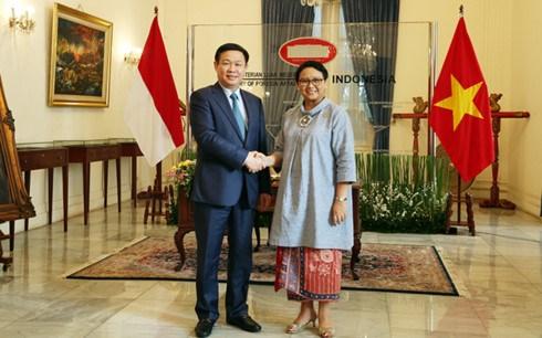 Le vice-PM Vuong Dinh Hue entame sa visite en Indonesie hinh anh 1