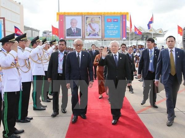 Le leader du PCV plaide pour la cooperation decentralisee Vietnam - Cambodge hinh anh 1