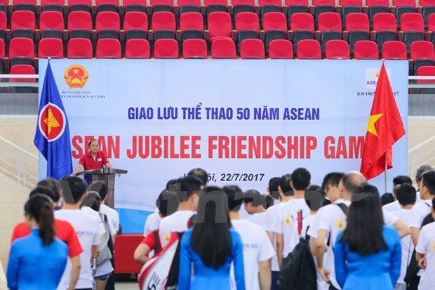 Echange sportif en l'honneur du cinquantenaire de l'ASEAN hinh anh 1