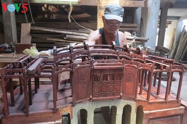 Huynh Ri, restaurateur d'anciens ouvrages et fier de l'etre hinh anh 1