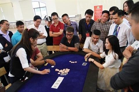 A la table du double champion de l'Asian Poker Tour hinh anh 2