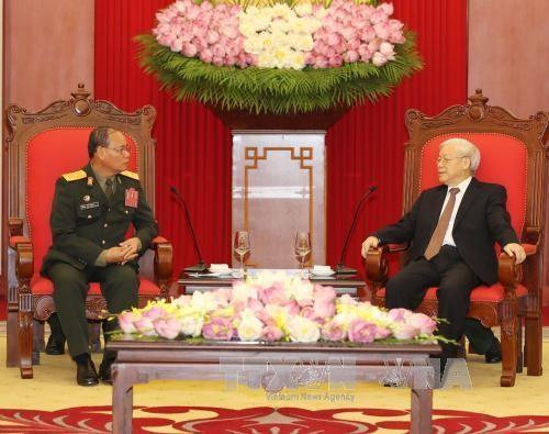 Pour dynamiser les relations de cooperation entre les deux armees Vietnam-Laos hinh anh 1