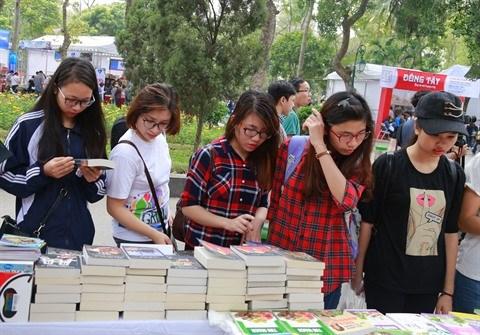 Les livres inspires de l'histoire nationale seduisent de plus en plus les jeunes lecteurs hinh anh 1