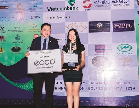 Saigontourist remet 500 bourses d'etudes a des eleves pauvres hinh anh 1