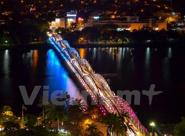 Des balcons sur le pont Truong Tien pour faire rever plus a Hue hinh anh 2