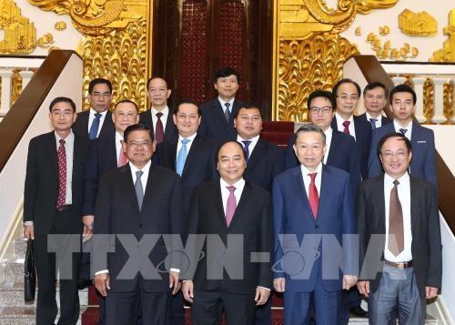 Le PM Nguyen Xuan Phuc recoit le vice-PM cambodgien Sar Kheng hinh anh 1