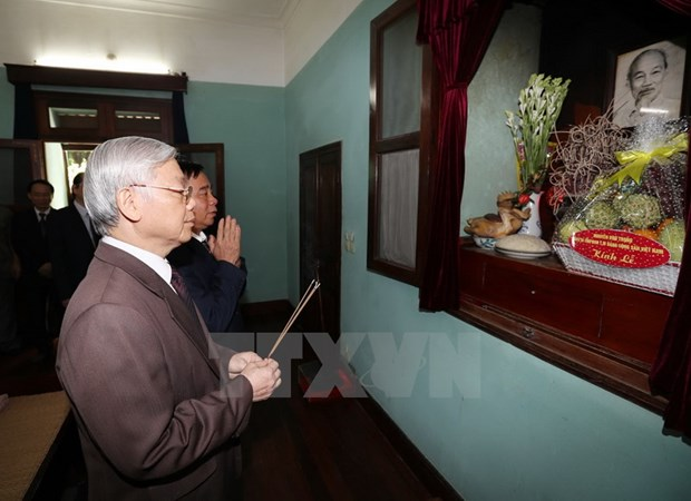 Le secretaire general Nguyen Phu Trong rend hommage au President Ho Chi Minh hinh anh 1